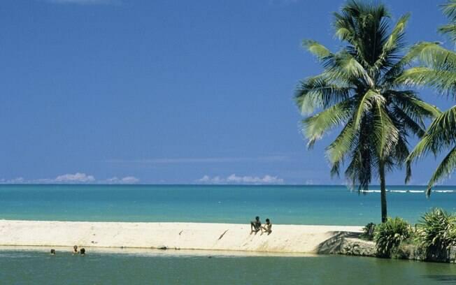 Maceió, com suas belas praias de águas esverdeadas e mornas