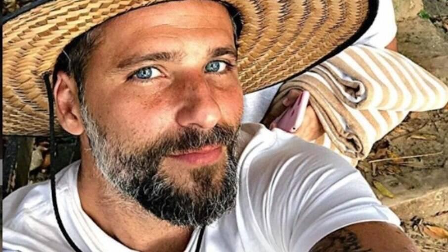 Bruno Gagliasso sugere 'aquela festa' em Noronha
