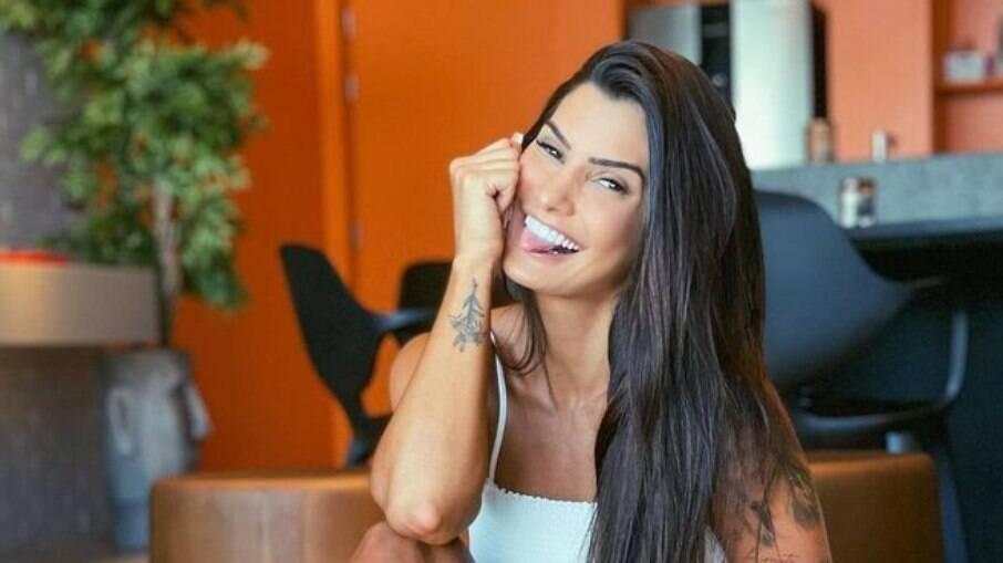 Marina Ferrari é detonada por internautas