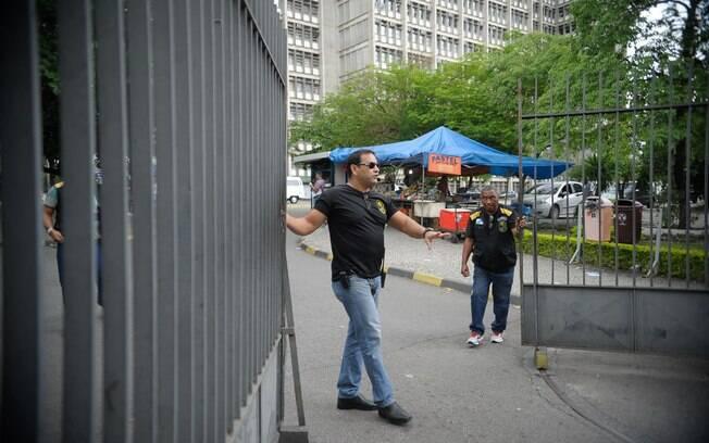 Movimentação no primeiro dia do Enem em escola do Rio de Janeiro. Foto: Fotos Públicas