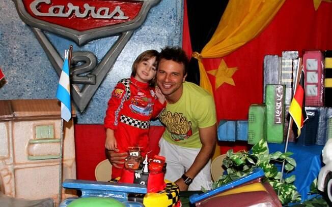 Cássio Reis festejou os quatro anos do filho Noah nesse domingo (18) no Rio
