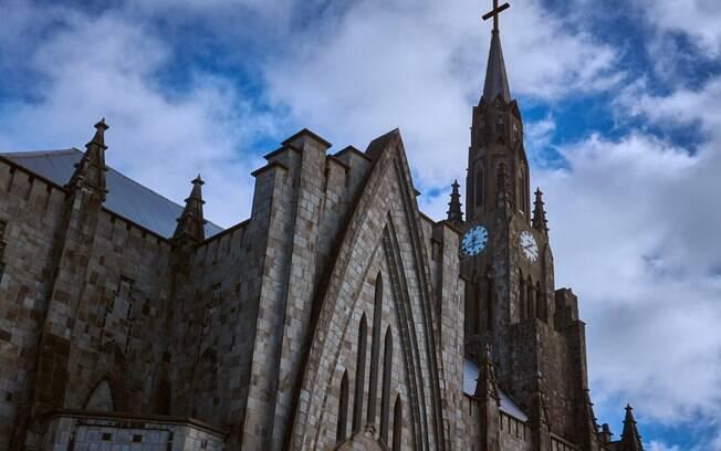 Lugares para viajar em janeiro: a catedral de Nossa Senhora de Lourdes é uma das várias atrações que te aguardam em Canela