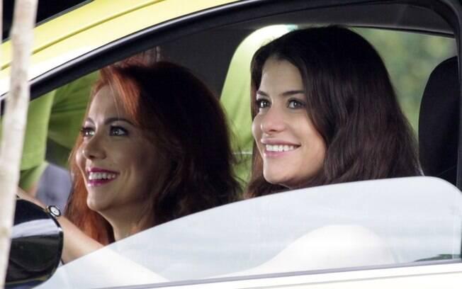 Alinne Moraes e Simone Soares gravam cenas no táxi