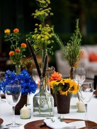 Suportes diferentes podem servir como vaso para flores