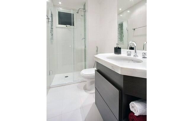 Reforma de baixo custo prioriza funcionalidade e beleza  Decoração  iG -> Banheiro Pequeno Custo