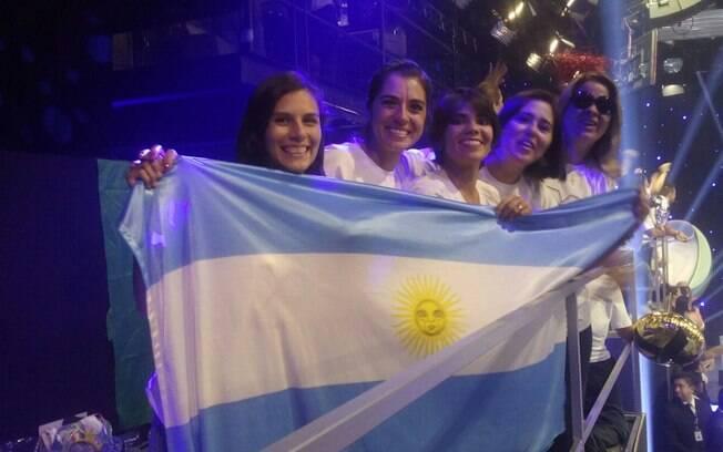 Fãs argentinos acompanham chegada de Xuxa