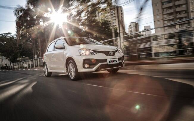 Toyota Etios X 1.3 teve uma discreta mudança na frente na linha 2018, mas ainda continua com aspecto bem simples