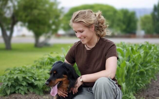 Quer saber como é a personalidade de alguém? É só ver o cachorro dela, diz estudo inglês