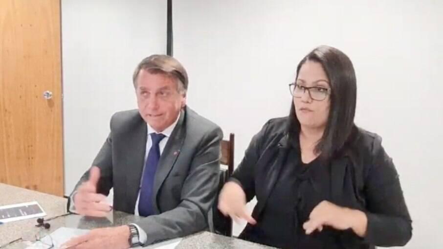 Presidente Jair Bolsonaro (sem partido), durante transmissão desta quinta-feira (9)