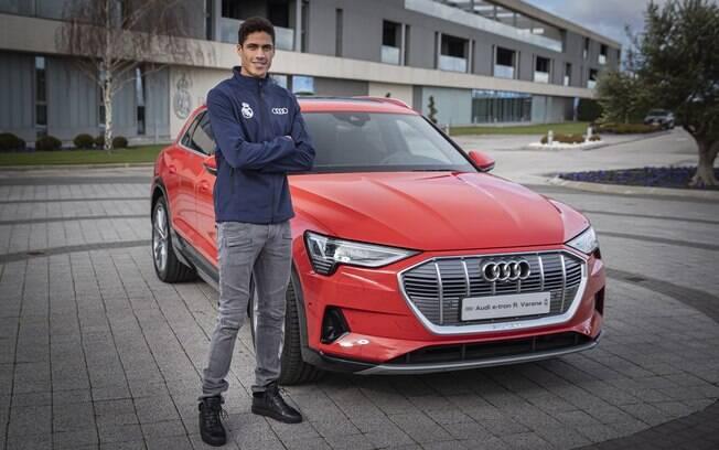Jogadores do Real Madrid podem escolher o Audi que quiserem. Raphael Varane escolheu o SUV elétrico e-tron