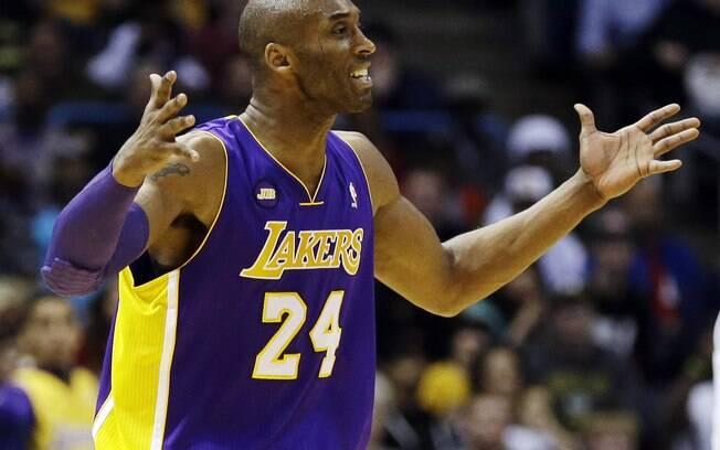 Kobe Bryant, cornetando Pau Gasol via Twitter  durante jogo do LA Lakers: