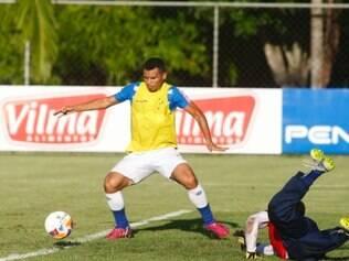 ESPORTES : BELO HORIZONTE - MG - TOCA DA RAPOSA ll . Treino do Cruzeiro na vespera do jogo contra o Villa Nova , pelo campeonato Mineiro 2015 . Na foto Ceara