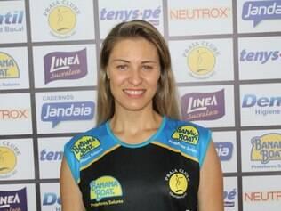 Jogadora foi apresentada no Ginásio do clube e elogiou projeto voltado para vôlei