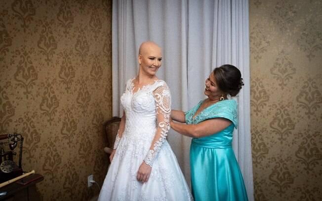 Ao se ver vestida de noiva, Cinthia ficou extremamente emocionada e sentiu que seu sonho estava se realizando