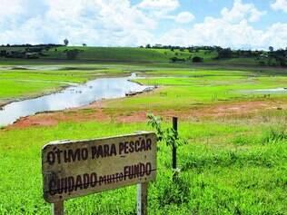 Precário. Represa de Três Marias está seca e as atividades econômicas, como pesca e hotelaria, estão amargando grandes prejuízos