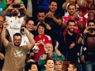 Cristiano Ronaldo (centro) foi o nome do jogo e voltou a fazer hat-trick