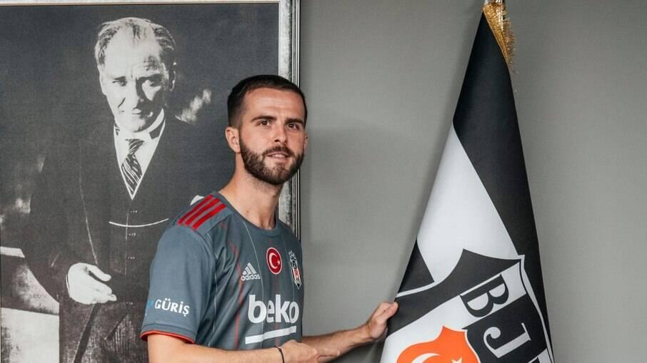 Pjanic é apresentado como reforço do Besiktas