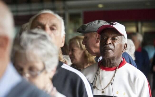 Inflação para idosos tem grande salto no terceiro trimestre e acumula alta de 4% em 12 meses