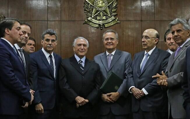 Jucá aparece ao lado de Temer na entrega a Renan da meta fiscal para 2016, nesta segunda-feira