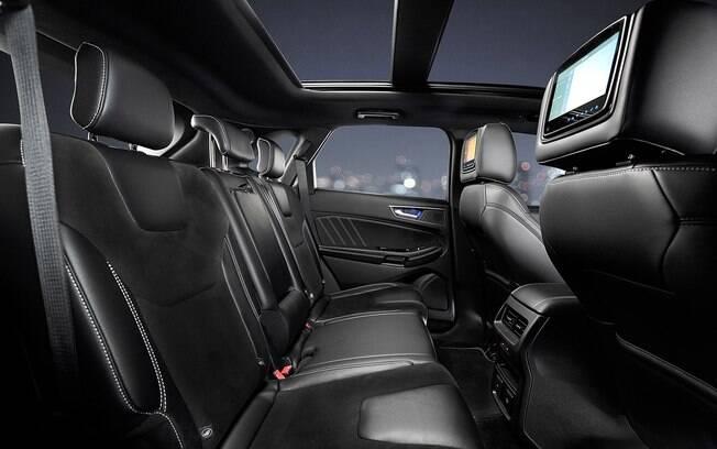 Além de sangue quente, o Ford Edge ST tem conveniências de conforto para a família