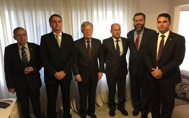 Jair Bolsonaro recebeu o Conselheiro de Segurança Nacional dos Estados Unidos, John Bolton, em sua casa