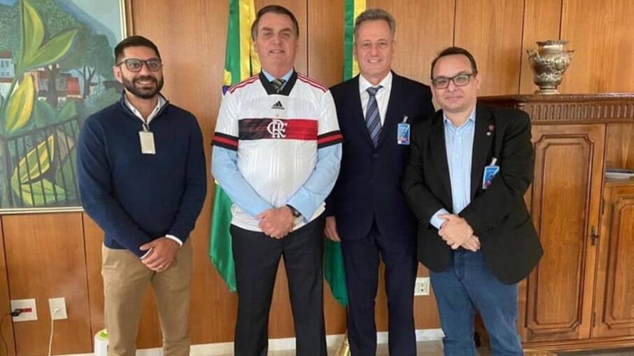 Bolsonaro assina decreto para modificar seleção de clubes na Timemania