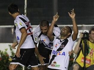 Rodrigo e Maxi Rodriguez marcaram os gols da vitória vascaína