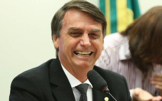 Ao incitar a violência contra militantes do MST, Jair Bolsonaro foi aplaudido pelos cerca de 300 empresários que o assistiam