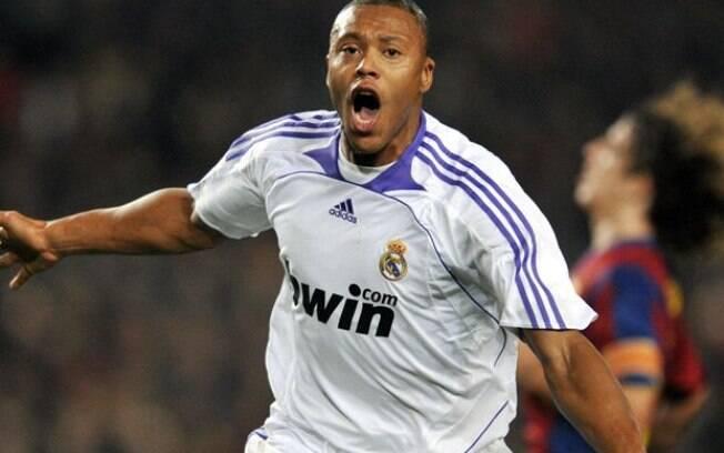 Júlio Baptista vai treinar categoria de base de time de Ronaldo na Espanha.