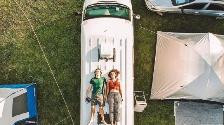 O projeto Traveleiros surgiu por meio do sonho comum de Laís e Renan de compartilhar a vida na estrada e desbravar diferentes destinos