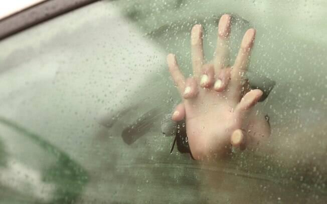 Fazer sexo no carro deixa o ambiente bem quente e abafado