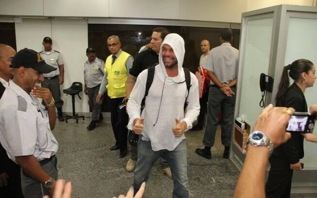Ricky Martin chega ao Brasil para gravar videoclipe da Copa do Mundo