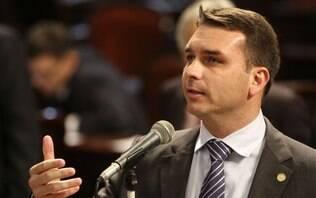 """Flávio Bolsonaro vê """"perseguição"""" no caso Coaf: """"Já falei o que tinha pra falar"""""""