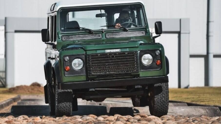 Land Rover Defender de 1996 foi o primeiro veículo a ser restaurado na fábrica da marca em Itatiaia (RJ)
