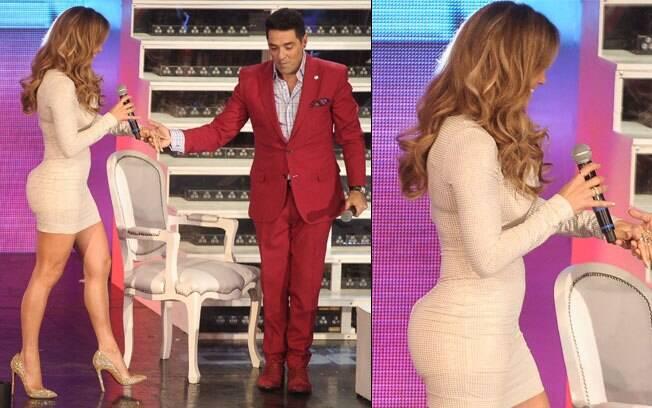 O shape da cantora Jennifer Lopez, que abusa dos microvestidos justérrimos ao corpo