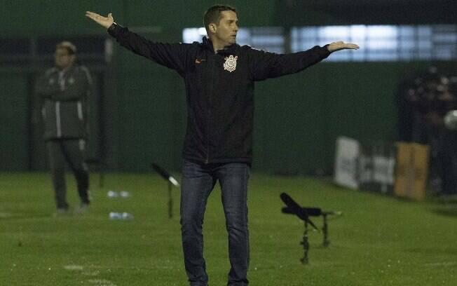 O técnico do Corinthians, Osmar Loss, que perdeu força defensiva no primeiro turno do Brasileirão