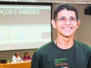 """Dificuldades.  Mateus Meireles conta que no Amapá """"só estuda quem quer, e tem que querer muito"""""""