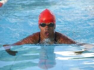 Mariana nada bem os quatro estilos, mas tem melhor performance em costas e livre