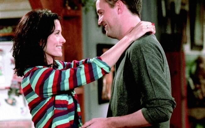 Assim como Monica e Chandler, de 'Friends', é possível que uma pessoa se veja apaixonada por alguém em quem nunca reparou de forma romântica, mas também é possível ver a paixão surgir entre quem se conhece há pouco tempo