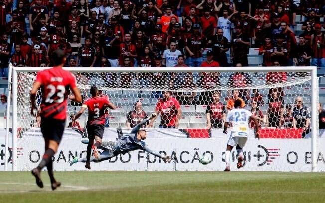 Avaí venceu o Athletico-PR dentro da Arena da Baixada