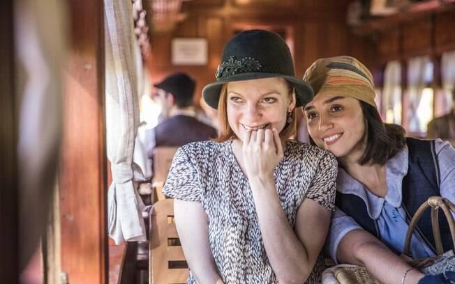Olga (Maria Eduarda de Carvalho) e Clotilde (Simone Spoladore)