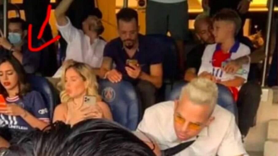Bruna Biancardi assiste estreia do PSG em camarote no Parque dos Príncipes