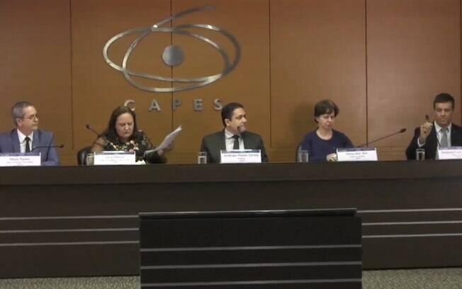 Diretoria da Capes realizou entrevista coletiva para nunciar novo corte de bolsas