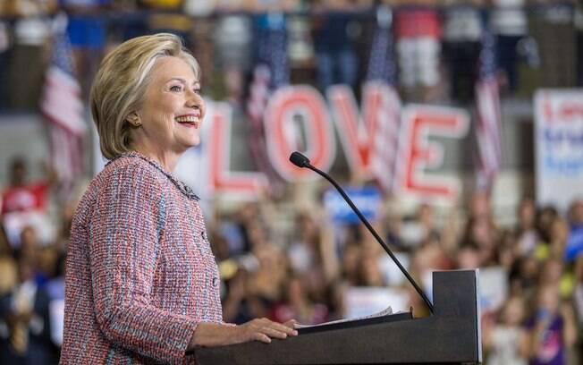 Hillary Clinton e Donald Trump se preparam para confronto histórico