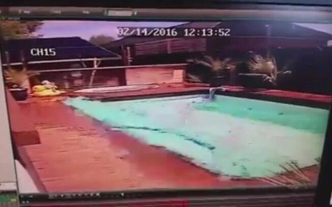 Imagem chocante mostra poder do tremor na piscina de uma casa na cidade neozelandesa