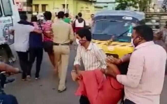 Pessoas caíram nas ruas intoxicadas pelo gás