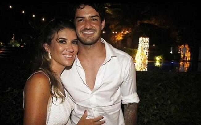 O casal Rebeca Abravanel e Pato começaram o romance nas praias de Trancoso