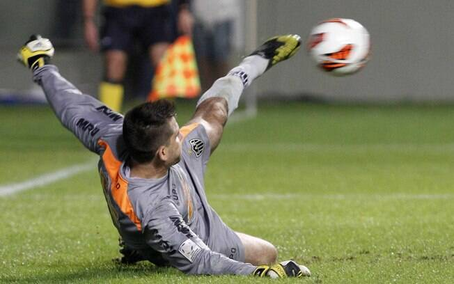 Victor salvou o Atlético-MG ao defender um  pênalti aos 48 do segundo tempo contra o Tijuana