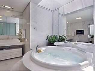 Um banheiro luxuoso é o sonho de consumo das leoninas. Projeto da arquiteta Gislene Lopes