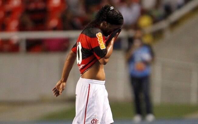 As vaias dos torcedores após as atuações  abaixo do esperado foram fundamentais para saída  de Ronaldinho Gaúcho do Flamengo